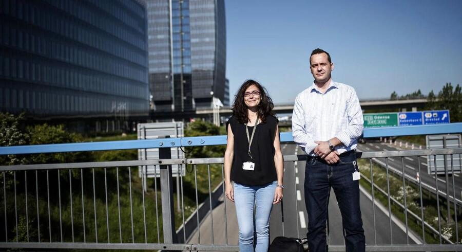 Ulrik Lynnerup Nielsen og Patricia Artigas Redondo pendler hver dag fra Ringsted til deres arbejdsplads i Ørestad. Efter 45 minutter når de frem som her fotograferet fredag den 12. juni 2015.