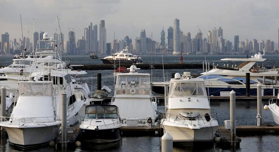 »Fra dansk side er brugen af skattely også voksende. Ifølge tal fra Nationalbanken er de årlige overførsler fra Danmark til skattely femdoblet over de seneste ti år, så de i 2014 udgjorde 133 milliarder kroner.« Her lystbåde i forgrunden af Panama City.