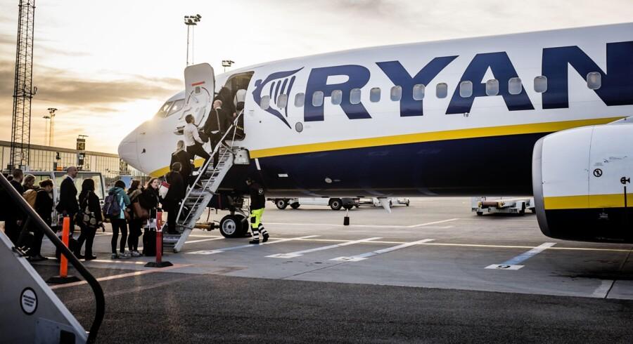 Passagererne strømmer til Københavns Lufthavn, hvor lavprissatsningen CPH Go har skabt plads til umiddelbart billigere flyselskaber som Easyjet og Ryanair. Knap 14 millioner fløj fra København i årets første seks måneder – mange af dem med flybilletter fundet på internettet i håndbagagen. Arkivfoto: Thomas Lekfeldt