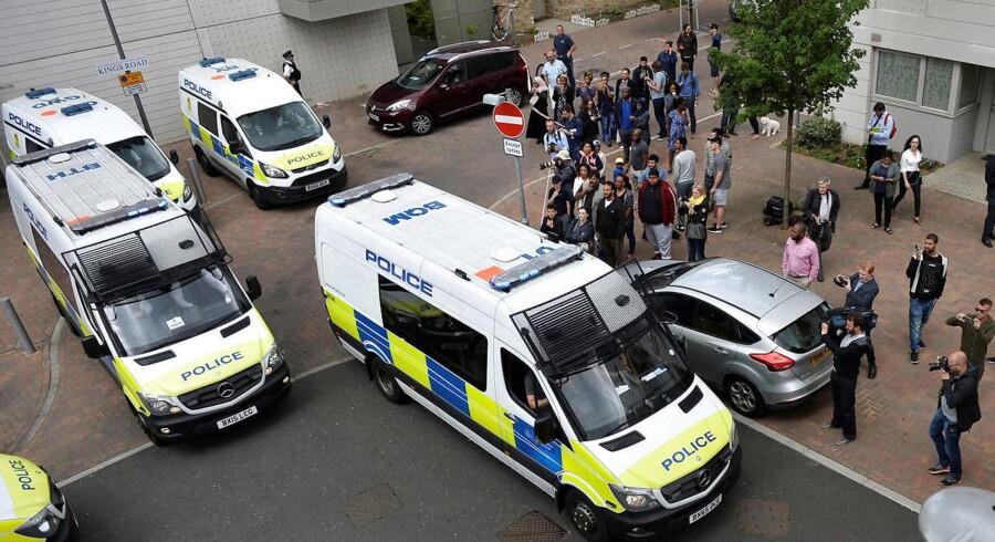 Politiet i London har anholdt 12 personer.