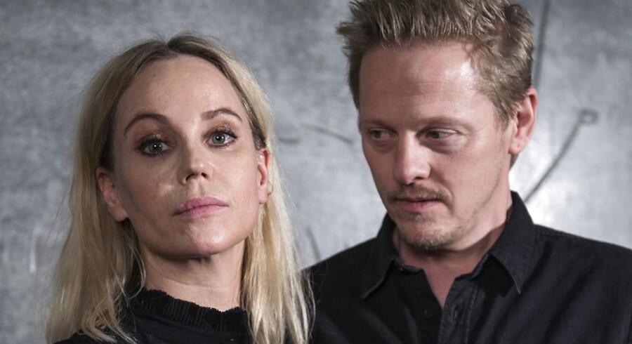 TV-serien »Broen« der snart dukker op i sin fjerde udgave med Thure Lindhardt og Sofia Helin er et af eksemplerne på, hvordan DR har samarbejdet med private prduktionsselskaber. Det samarbejde bør DR have mere af, lyder et af forslagene i en ny rapport om fremtiden for dansk indholdsproduktion.