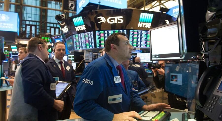De amerikanske aktier lukkede med stigninger torsdag, hvor præsident Donald Trump syntes at opbløde holdningen til importtakster og dermed lettede frygten for en handelskrig.
