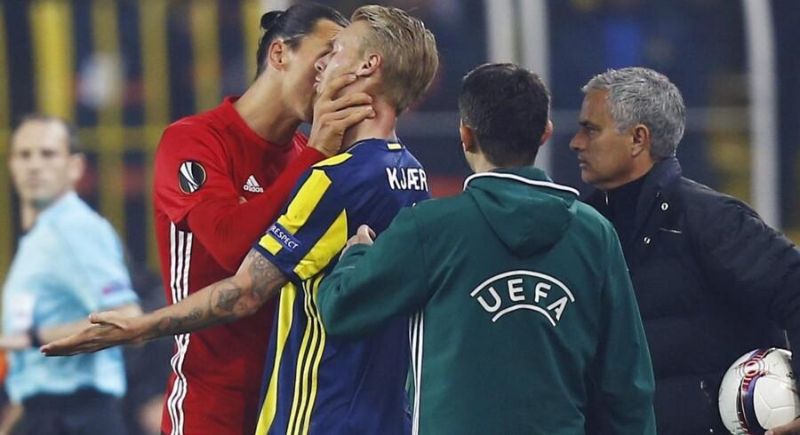 Simon Kjær og Zlatan Ibrahimovic kom i infight i torsdagens Europa League-kamp i Istanbul. Reuters/Osman Orsal
