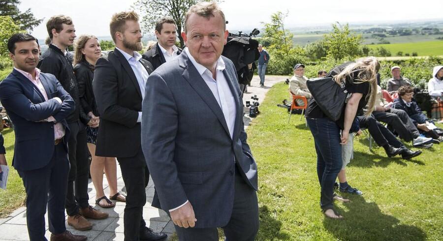 Da statsminister Lars Løkke Rasmussen talte til Grundlovsmødet på Ejer Bavnehøj åbnede han for at se kritisk på fortolkningen af internationale konventioner, der forvrider folks retsfølelse.