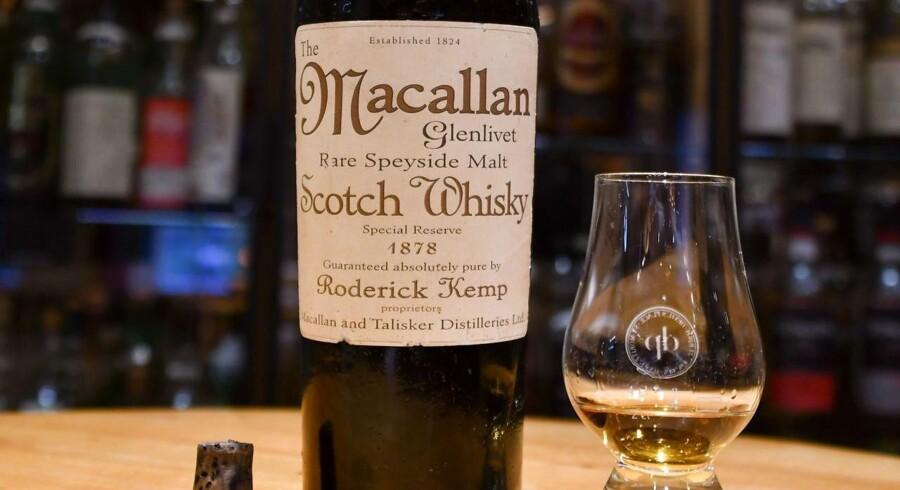 En kinesisk mand betalte mere end 60.000 for et enkelt glas af den skotske whisky Macallan. Nu har de dyre dråber vist sig at være forfalskede.
