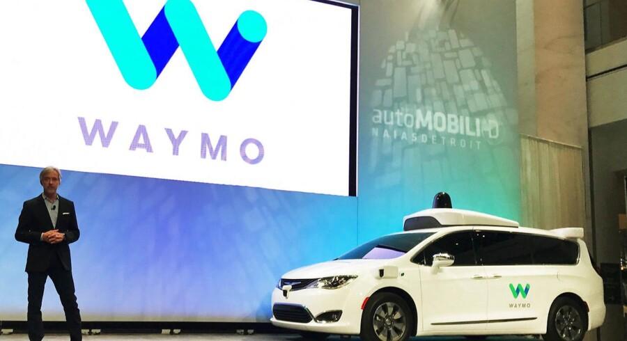 Waymos topchef John Krafcik præsenterer Chrysler Pacifica Minivan ved dette års North American International Auto Show i Detroit.