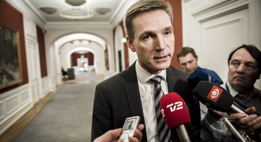 »Når DF-leder Kristian Thulesen lægger et forslag i folketingssalen om at indføre total grænsekontrol, ved han godt, at han ikke her og nu får et politisk flertal på plads,« skriver Berlingskes politiske kommentator, Thomas Larsen. (Foto: Asger Ladefoged/Scanpix 2016)
