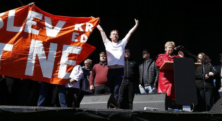 Lizette Risgaard formand for LO taler til 1.maj i Fælledparken. Risgaard blev afbrudt i sin tale af bygningslærlinge som blandt andet kaldte hende klasseforræder og henviste til at en stor del af LO medlemmer havde stemt nej til den nye overenskomst.(Foto: Jens Astrup/Scanpix 2017)
