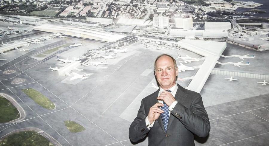 Det er dårligt nyt for Københavns Lufthavne, at regeringen ønsker at sænke det beløb, som flyselskaber betaler for at lette og lande i lufthavnen, mener aktieanalysechef i Sydbank, Jacob Pedersen. Indtil videre ønsker Thomas Woldbye, administrerende direktør i Københavns Luftehavne, ikke at udtale sig om sagen.