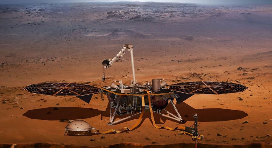 Rumfartøjet Insight lander efter planen på Mars 26. november. Herfra skal tre instrumenter blandt andet bruges til at opklare, hvorfor Mars og Jorden er så forskellige planeter, selv om de for 4,5 milliarder år siden blev formet på lignende vis. Scanpix/Nasa