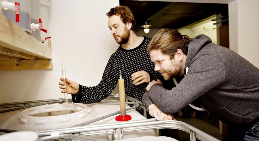 Thy Whisky, Sydthy. Det familiedrevne Thy Whisky eksperimenterer med forskellige kornsorter. Andreas Stærk Poulsen og Jakob Stjernholm tjekker op på gæringen.
