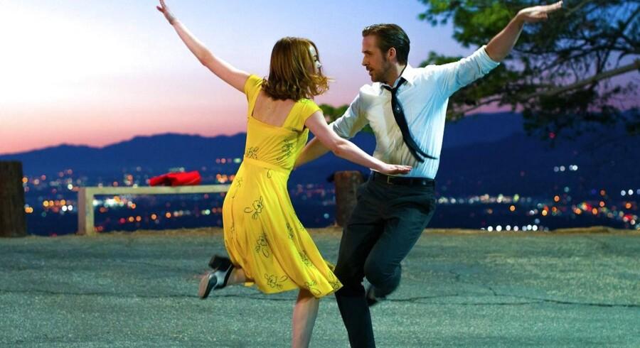 Gotta sing! Gotta dance!: Emma Stone og Ryan Gosling gør musicalen populær i »La La Land«. Foto: PR.
