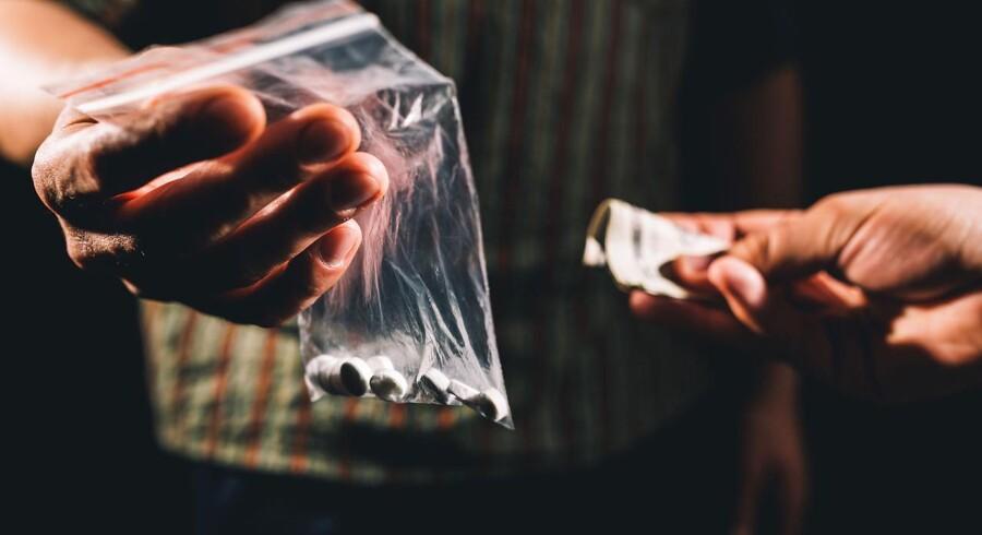 Tidligere betjent og rockerkoordinator i Nordsjællands Politi Andreas Hogsted kritiserer i en ny bog politidistriktet. »Det flyder med narko i Nordsjælland. Det er dét, som banderne og rockerne lever af. Men man skal være ganske uheldig, hvis man bliver opdaget,« siger han.