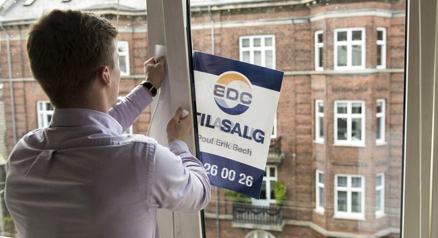 Antallet af boliger til salg er faldet med 3.407 til 55.675 det seneste år. Det viser udbudsstatistikken for maj fra Finans Danmark.