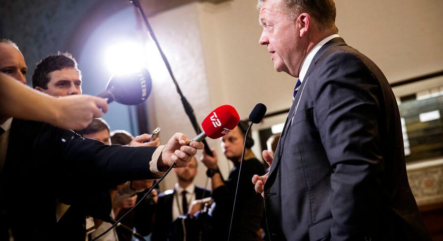 Spørgetime i Folketingssalen. Satatsminister Lars Løkke Rasmussen besvarer spørgsmål fra pressen i Vandrehallen efter spørgetimen. 22. november 2016. (Foto: Jens Astrup/Scanpix 2016)