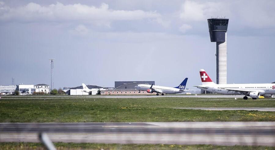Flyvning fra New York blev forsinket i mere end tre timer, da besætningsmedlem blev syg. Også det giver penge.