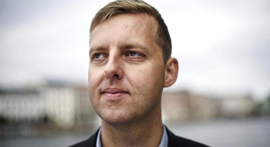 »Den grønlandske finanslov indeholder færre nuller, men den er mindst lige så kompliceret,« vurderer Michael Scrøder, der har arbejdet syv år i Grønland, inden han fik sin stilling i den danske udenrigsministerium.