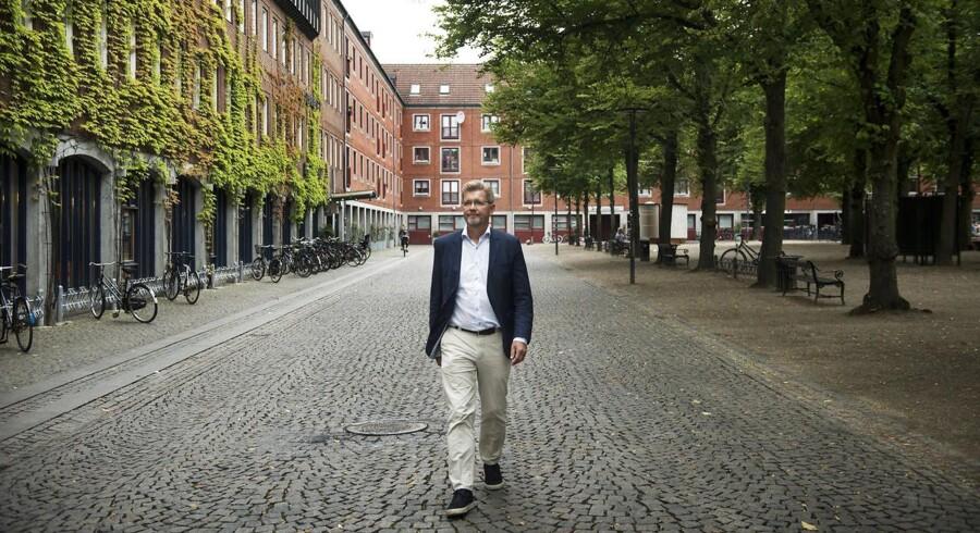 Overborgmester Frank Jensen (S) på Blågårds Plads på Inde Nørrebro, hvor banden Loyal to Familia i øjeblikket er massivt til stede.