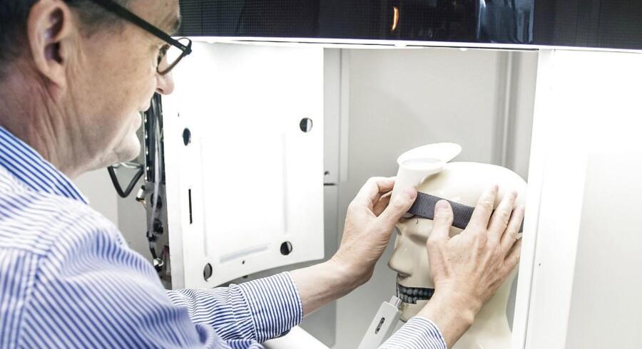 3Shape, der leverer scannere og software til tandlægeindustrien, har på en håndfuld år vokset sig op i den øverste erhvervsliga og samtidig katapulteret stifterne Tais Clausen og Nikolaj Deichmann op blandt landets rigeste.
