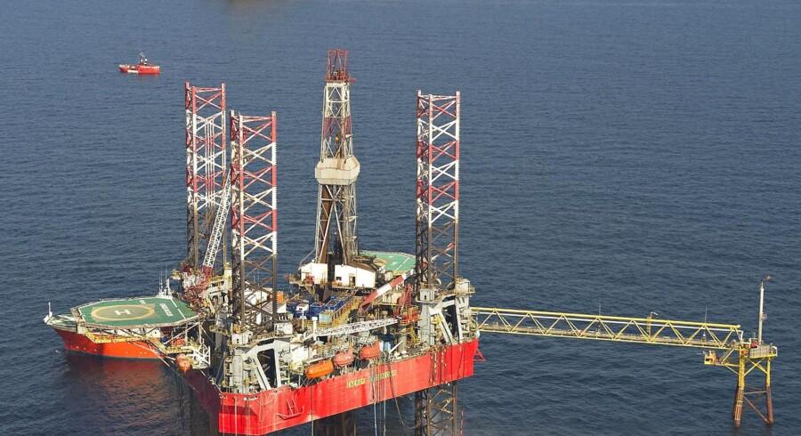 Arkivfoto. Olieprisen er faldet markant siden midten af 2014, hvor en tønde olie hentet i Nordsøen solgte for et pænt stykke over 100 dollar.