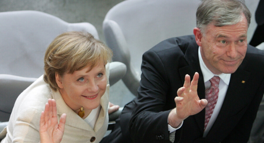 Tysklands nuværende præsident, Horst Köhler, sammen med partifællen kansler Angela Merkel. I dag besluttes det, om han får fem år mere på posten.