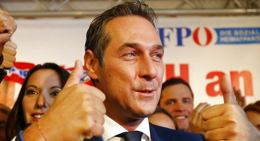 Lederen af det østrigske Frihedspartiet, Heinz-Christian Strache, var blandt æregæsterne ved ballet på Hofburg i 2012.