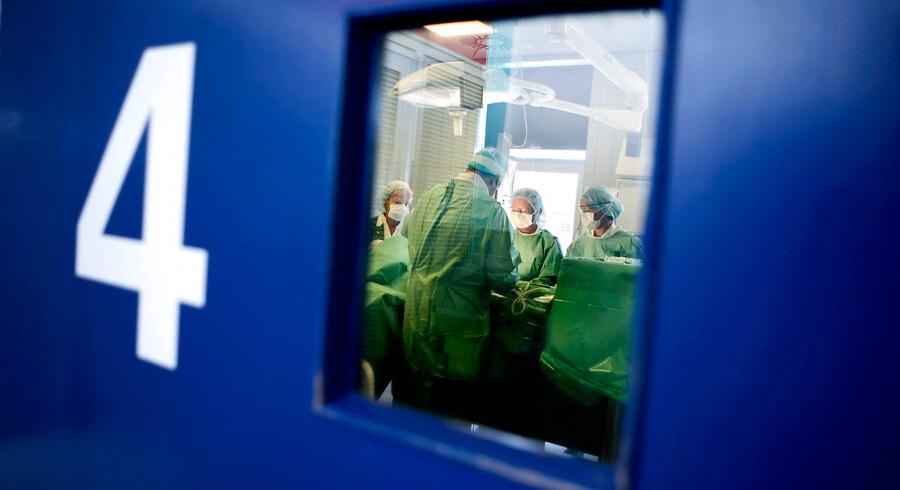Friklinikken på Brædstrup Sygehus Operation under lokalbedøvelse Læge kirug sygehus