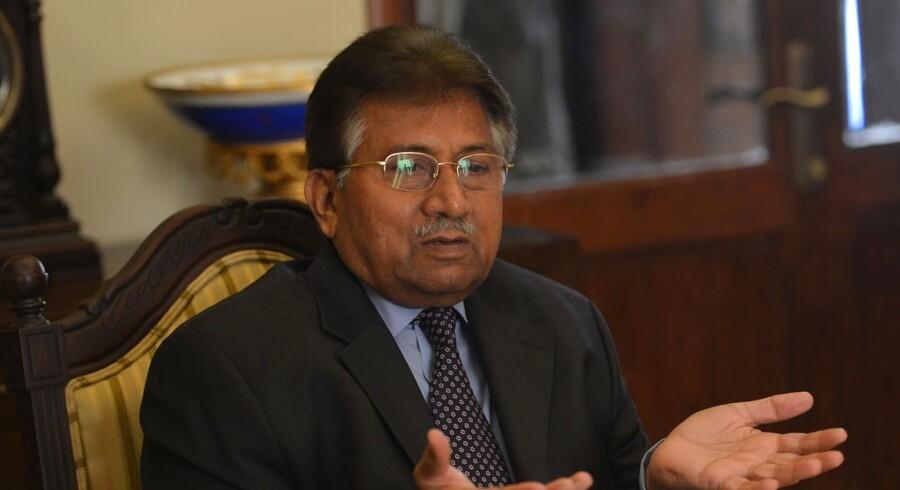 Pakistans tidligere præsident og hærchef, Perves Musharraf, mødte ikke op i retten i hovedstaden Islamabad onsdag, da retssagen mod ham skulle indledes