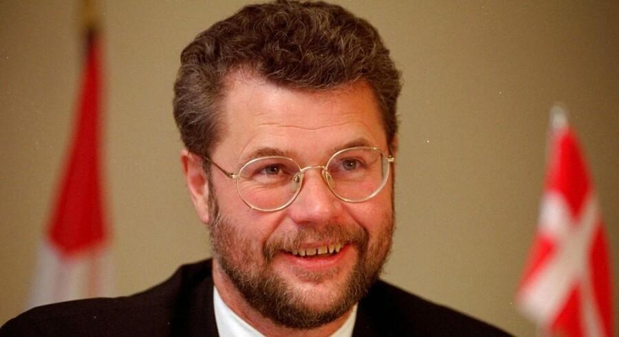 Hans Hækkerup (S), der var forsvarsminister fra 1993 til 2000, døde kort før jul efter længere tids sygdom, 68 år gammel.