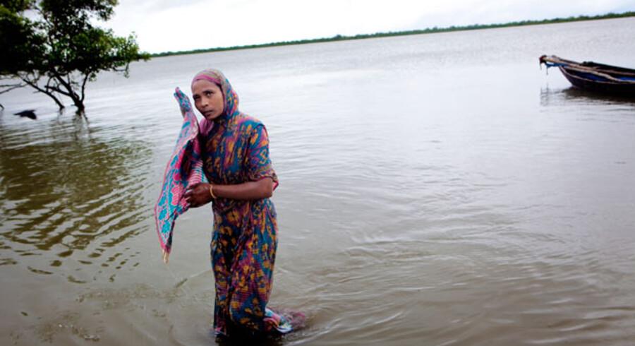 Alene i Bangladesh forventer forskere, at mellem 20 og 40 millioner mennesker vil blive drevet på flugt på grund af klimaforandringerne inden for de næste 20 til 40 år.