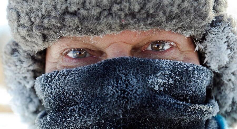 James Schlafer fra Minneapolis er klædt ekstravarmt på til sin daglige gåtur på fire-fem miles i den ekstreme temperatur, som har ramt store dele af USA.