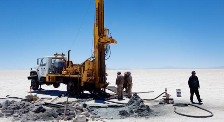 Saltsøen Salar de Uyuni er verdens største og dækket et område på 10.000 kvadratkilometer, svarende til Sjælland. Nedenunder den stenhårde og lysende hvide overflade ligger 5,4 mio. ton lithium og venter på at blive udvundet – det er halvdelen af jordens kendte tilbageværende reserver.