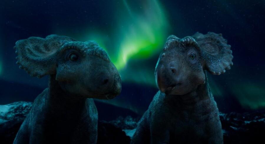 Historien om dinosauerunger Patchi byder på flotte billeder, mens det halter mere med resten af indholdet. PR-foto