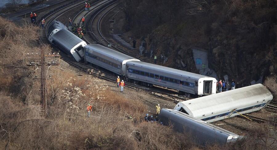 Lokomotivføreren er endnu ikke afhørt om ulykken, men har ifølge amerikanske medier sagt, at han forsøgte at bremse toget ned i kurven, men at bremserne svigtede.