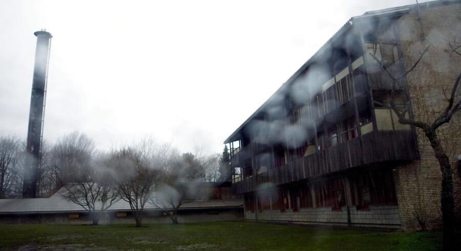 Ifølge Københavns Kommune er gerningsmanden en »sindslidende beboer, der uprovokeret overfaldt den ansatte på et fællesareal« uden dog tidligere at have ageret voldeligt.