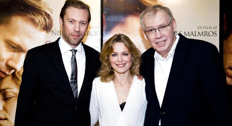 """Fra venstre: Jakob Cedergren, Helle Fagralid og Nils Malmros til gallapremieren på filmen """"Sorg og Glæde""""."""