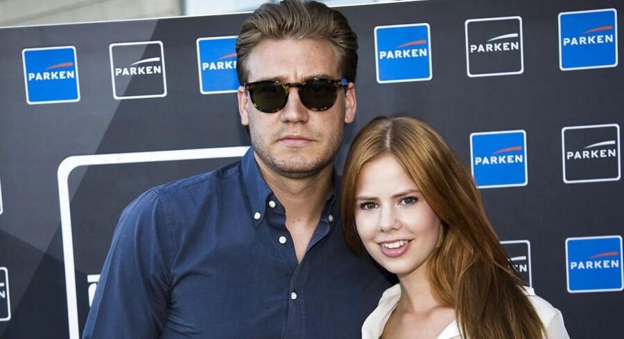 Ifølge Ekstra Bladet er det fodboldspilleren Niclas Bendtner og hans kæreste, skuespiller Julie Zangenberg, der har været udsat for afpresningsforsøget.