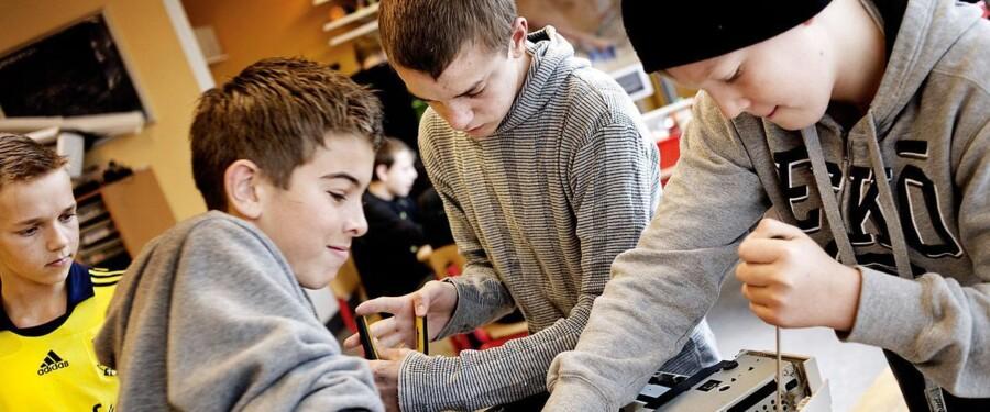 Naturfag i skolen prioriteres for lavt i valgkampen, mener lærerne og ingeniørerne.