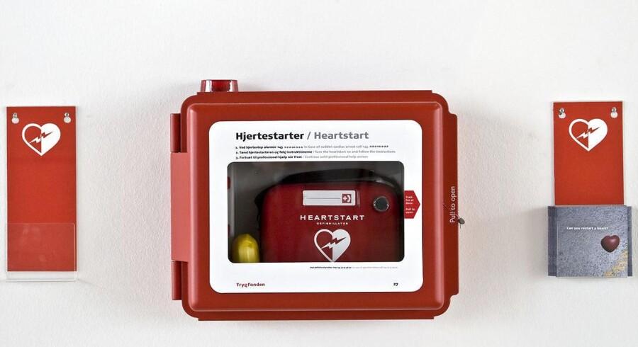 Trods hjertestarterens beviste effektivitet er det et fåtal af danske praktiserende læger, som har et eksemplar i deres praksis.