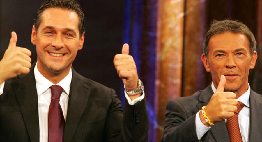 Heinz-Christian Strache (FPÖ) tv. jubler over valgresultatet med Jörg Haider(BZÖ), der tredoblede mandattallet.