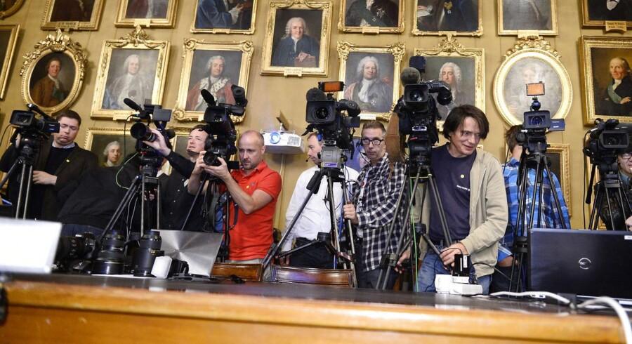 Pressefolk venter på offentliggørelsen af Nobel-priserne.