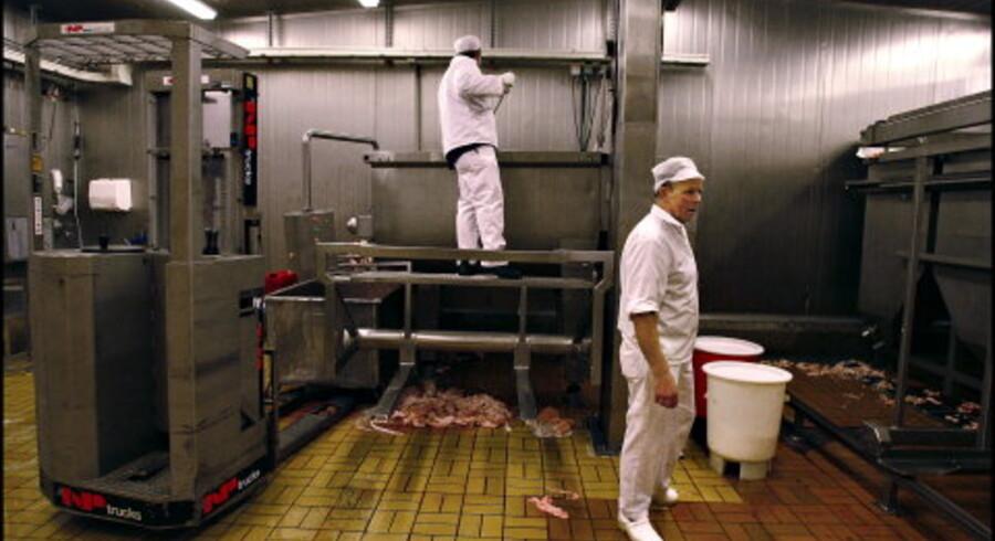 Produktionen af Stryhn¿s leverpostej foregår på fabrikken i Himmelev ved Roskilde. Hver dag bliver der produceret 85.000 bakker postej. <br>Fotos: Liselotte Sabroe
