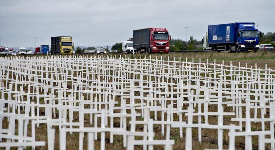 """Der er natten til tirsdag begået hærværk mod de 16.000 kors, som organisationen """"Retten til Liv"""" lørdag satte op på en mark ved Hedensted."""