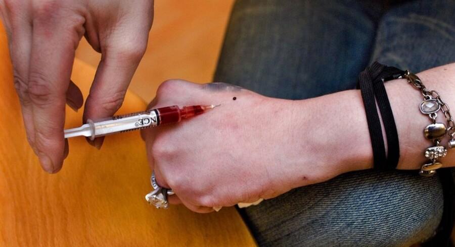Få nuværende og tidligere stofmisbrugere er i behandling for hepatisis.