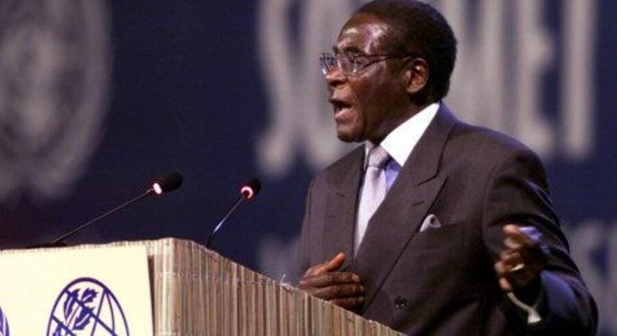 Zimbabwes præsident, Robert Mugabe, gik hårdt til angreb på Tony Blair. Foto: Reuters