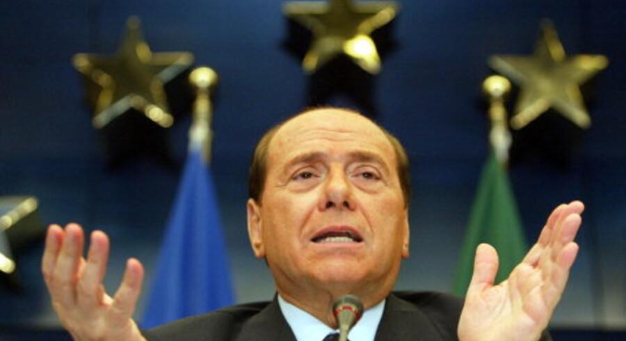 EU-formanden, Italiens premierminister Silvio Berlusconi, meddelte i aftes, at det var slut for den dag, og at man ville gå i gang igen her til formiddag. Foto: Francois Lenoir/Reuters