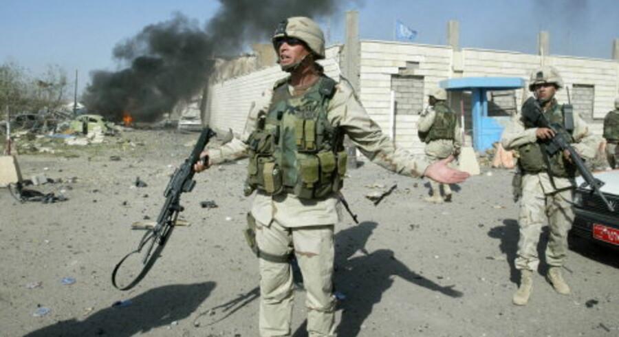 En bilbombe raserede i går FNs hovedkvarter i Iraks hovedstad Bagdad. Bomben kostede mindst 15 mennesker livet, herunder FNs særlige udsending, den brasilianske topdiplomat Sergio Vieira de Mello.<br>Foto: Reuters