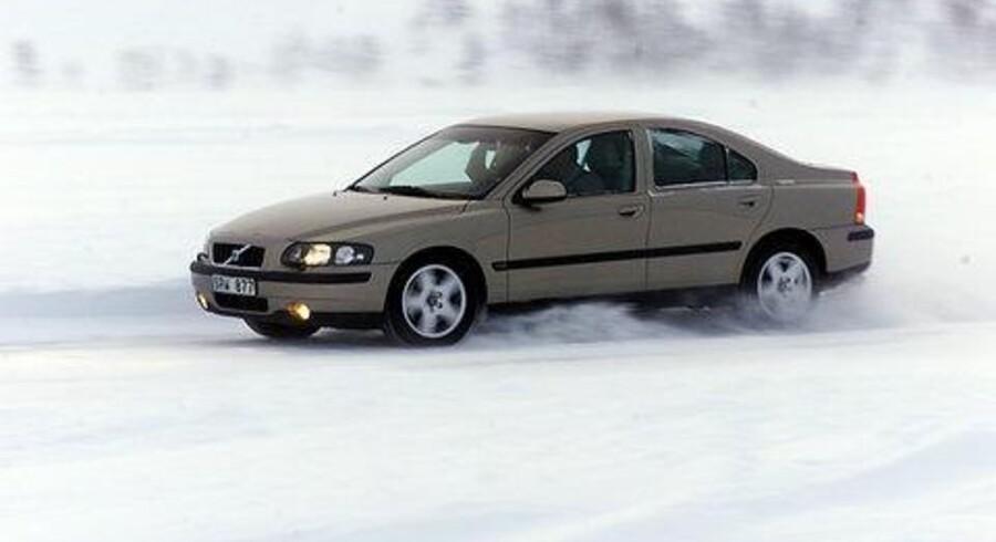 Volvo S60 i et element, bilen synes at kunne lide. Her er den helt ny AWD-udgave på vej. Den har firehjulstræk og 200 turboheste.<br> Foto: Bjarke Ørsted