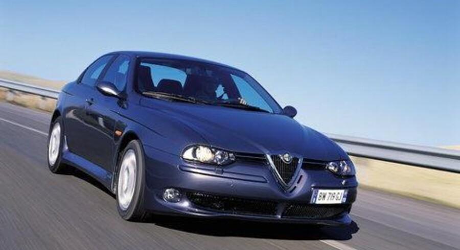 Efter fire års rullende succes får Alfa 156 den store opdatering med nye benzin- og dieselmotorer med direkte indsprøjtning. Desuden kommer en GTA-udgave af den formskønne italiener, som også er ajourført sikkerhedsmæssigt.