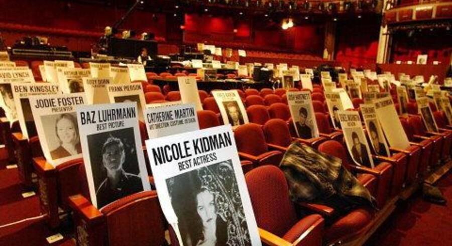 Plakater med verdens største filmstjerner er substitutter for den virkelige vare i forberedelserne til Oscar-festen i morgen aften i Kodak-teatret i Los Angeles. Foto: Darren Decker/Scanpix